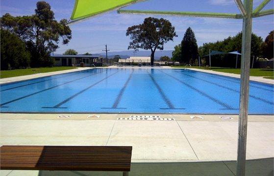 moe outdoor pool